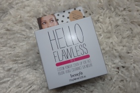 So kommt er an...Benefit Hello Flawless Powder....